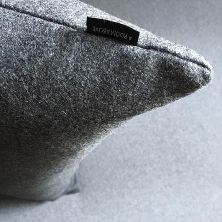 Pude 40x70, Devlde uld steel grey